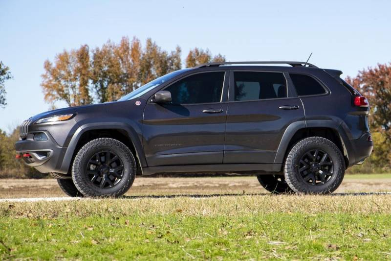 Lift Kits For Jeeps >> Rough Country 2in Lift Kit | 2014-2019 Jeep Cherokee KL | Dale's Super Store
